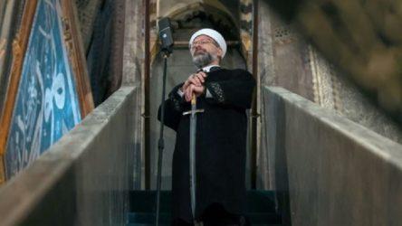 Ayasofya'da kılınan bayram namazında Ali Erbaş kılıç ile hutbe verdi