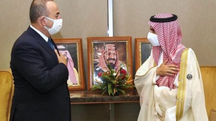 Çavuşoğlu'ndan Suudi Arabistan'a ziyaret