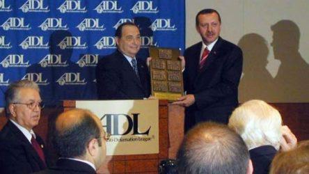 CHP'den AKP'ye tepki: Boynunuzda Yahudi Cesaret Madalyası'yla ahkam kesiyorsunuz