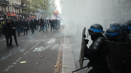 Fransa'da 1 Mayıs eylemlerine polis saldırısı