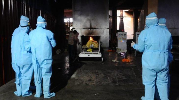 Hindistan salgında alarm veriyor: Can kaybında yeni rekor, hastalar tedavi edilemiyor