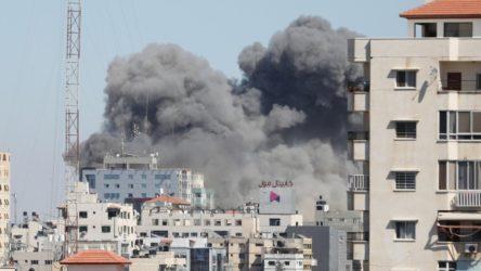 İsrail, Gazze'de uluslararası televizyonların bulunduğu binayı vurarak yerle bir etti