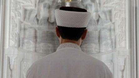 Morgda görevli imamdan polislere keserle saldırı