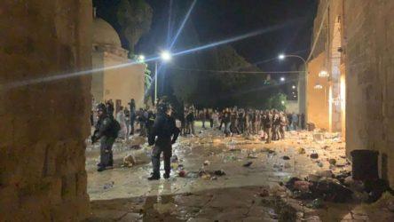 İsrail polisi Mescid-i Aksa'da Filistinlilere saldırdı: En az 205 yaralı