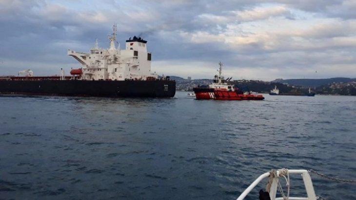 İstanbul Boğazı'nda petrol taşıyan tanker, kıyıya 300 metre kala durduruldu