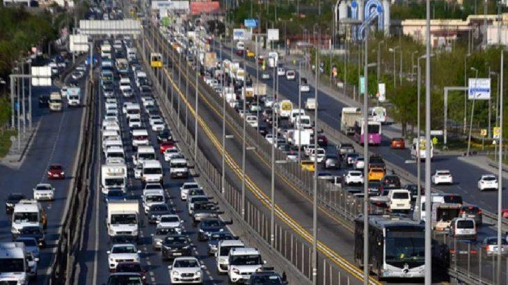 İstanbul'da 'tam kapanma'da kilometrelerce araç kuyruğu!