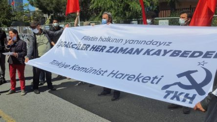 Komünistler, Konsolosluk önünde İsrail'i protesto etti