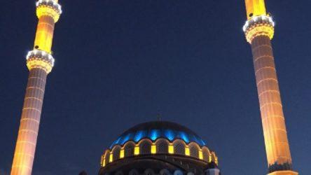 Manisa'da camii hoparlöründen oruç tutmayanlara beddua edildi