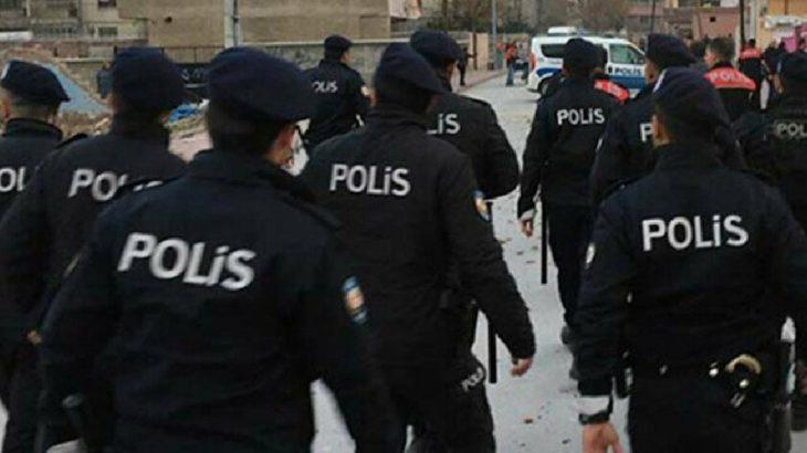Polis raflardaki gazeteleri topladı!