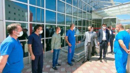 Sağlık emekçilerini AKP il başkanı için hazır kıta beklettiler!