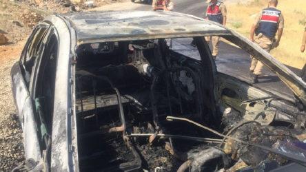 Sürücüsüyle birlikte yanan aracın yanında 4 ayrı 'bombalama' notu