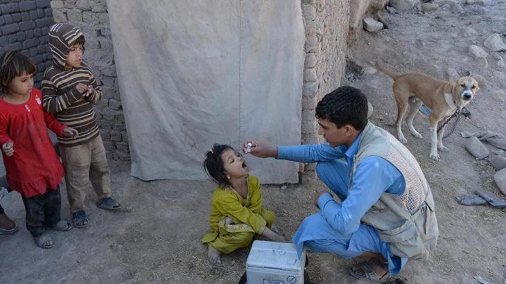 Afganistan'da çocuk felci aşısı yapan ekipler dinci örgütlerin hedefinde