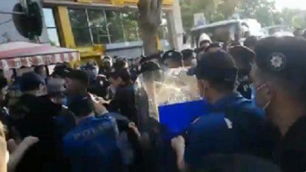Kadıköy'de 'mafya iktidarına son' çağrısıyla yapılan eyleme polis saldırdı