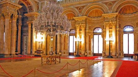 Milli Saraylar Başkanlığı, 'kayıp' olduğu iddia edilen altın vazoların varlığını yalanladı