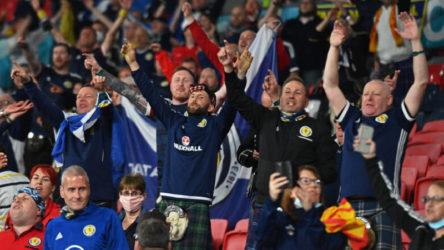 2.000 enfekte taraftar Wembley Stadyumu'nda maçı izledi