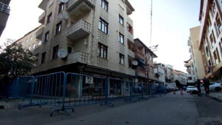 İstanbul'da deprem sonrası hasar oluşan bina tahliye edildi