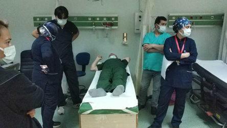 Sağlık emekçisine hasta yakını tarafından yumruklu saldırı!
