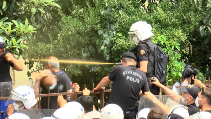 Polis, kentsel dönüşüm adı altında yapılacak ranta karşı direnen yurttaşlara saldırdı