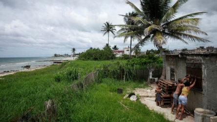Küba, Karayipler'i sarsan tropikal Elsa fırtınası sonrası toparlanmaya başlıyor
