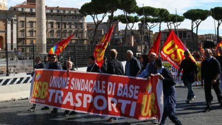 İtalya'da genel grev hayatı durduracak: THY seferleri iptal etti