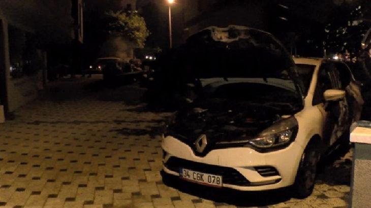 Kadıköy'de 2 otomobil ateşe verildi