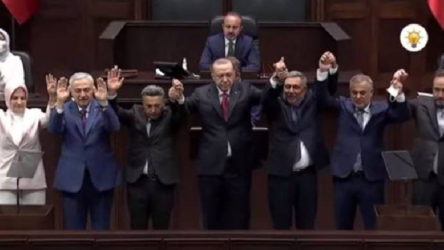 Saadet Partili iki belediye başkanı AKP'ye geçti