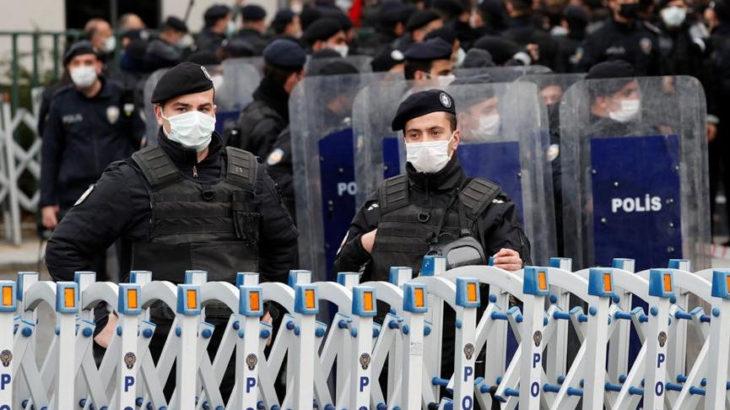 Boğaziçili öğrencilere polis engeli
