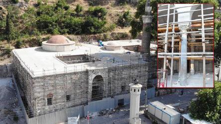 Tarihi camideki Bizans sütunları sıvanmış