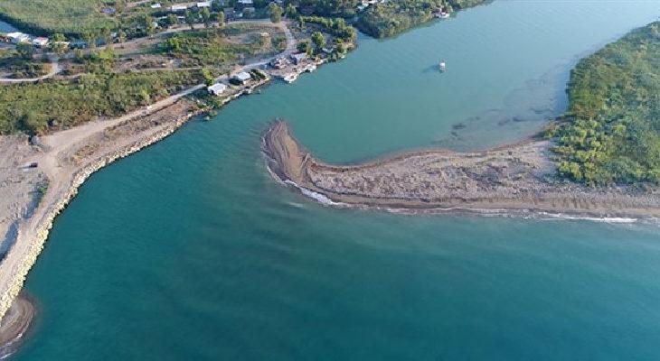 Devlet Su İşleri'nin 'mendirek' inadı Caretta kumsalının 100 metre daralmasına sebep oldu