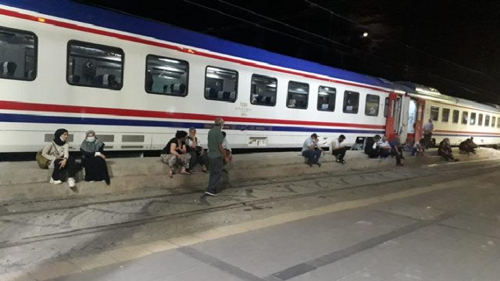 Doğu Ekspresi durdu: Yolculara saatlerdir açıklama yok