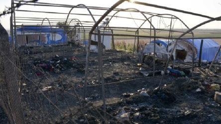 Mevsimlik işçilerin kaldıkları çadırlar yandı