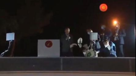 VİDEO   Erdoğan yangınlar için gittiği Marmaris'te de çay dağıttı