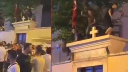 Kadıköy'de Ermeni Kilisesi'nin üstüne çıkıp dans eden 3 kişi gözaltına alındı