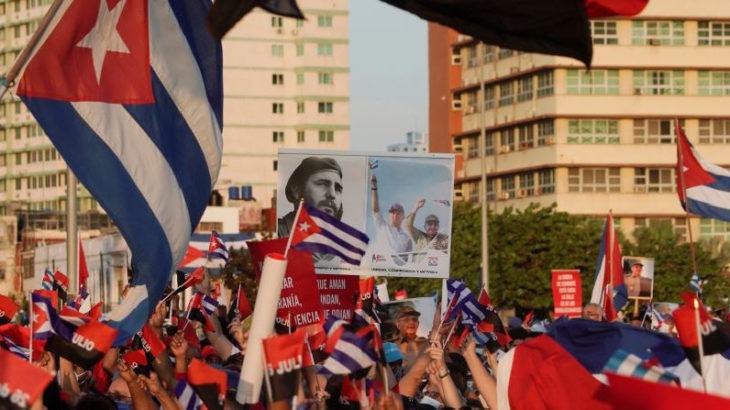 On binlerce Kübalı ABD karşıtı mitingde buluştu