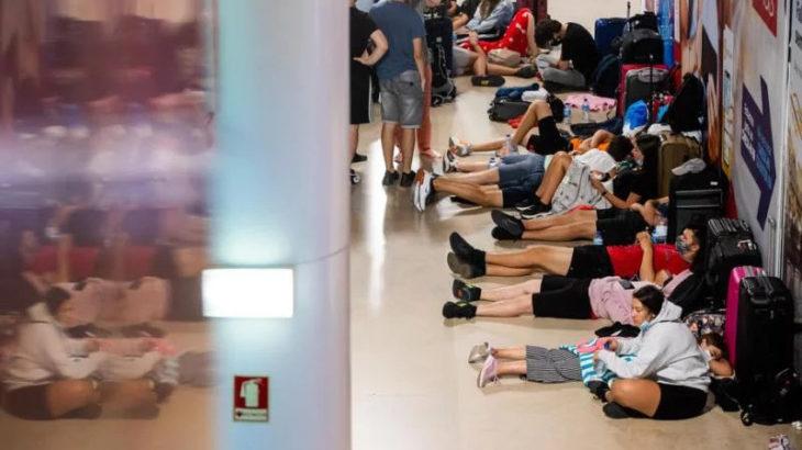 Portekiz'de havaalanı çalışanları grevde: Yüzlerce uçuş iptal edildi