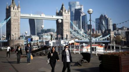 İngiltere'de vaka sayısı yükselişe geçti : Son 24 saatte 30 bine yakın vaka