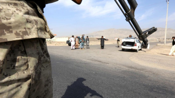 Taliban bir sınır noktasını daha ele geçirdi: Sınıra kendi bayraklarını astılar