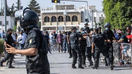 Katar merkezli Al Jazeera'nın Tunus ofisi kolluk kuvvetlerince basıldı