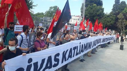 Komünistler Beşiktaş'tan haykırdı: Sivas'ta yakanlar, AKP'yi kuranlar!