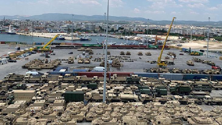 Türkiye sınırında büyük hareketlilik: Yüzlerce tank ve zırhlı araç sevkiyatı