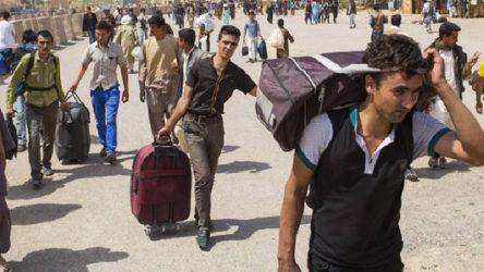 Van Özalp'ta yüzlerce atlı mülteci sınırı geçti