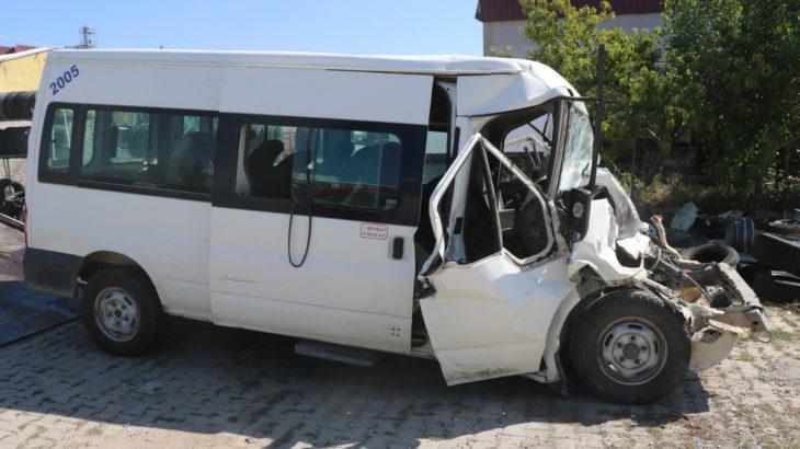 Tarım işçilerini taşıyan minibüs ile kamyonet çarpıştı: 17 yaralı