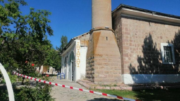 3.8'lik deprem sonrası cami ibadete kapatıldı