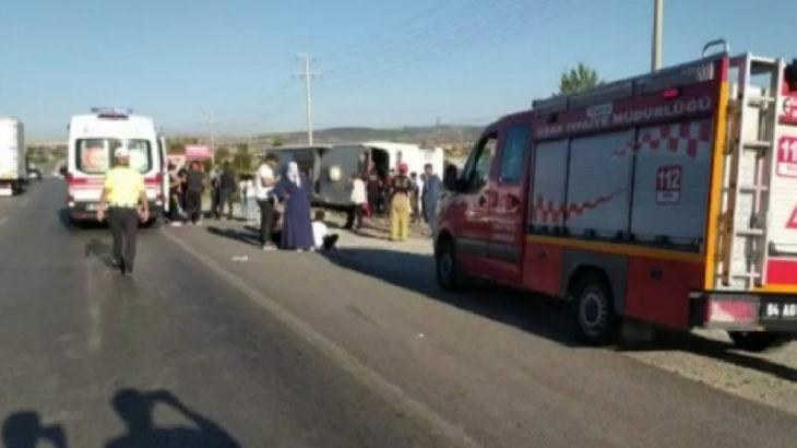 Uşak'ta yolcu otobüsü şarampole devrildi: 33 yaralı