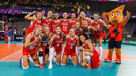 Gericilerin hedefindeki A Milli Kadın Voleybol Takımı Avrupa Şampiyonası'nda Hollanda'yı 3-0 yenerek gruptan lider çıktı