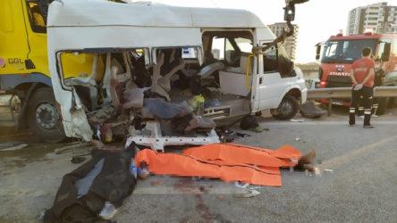 İşçileri taşıyan minibüse TIR çarptı: 3 ölü, 18 yaralı