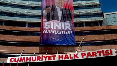 CHP genel merkezine göçmen karşıtı pankart asıldı