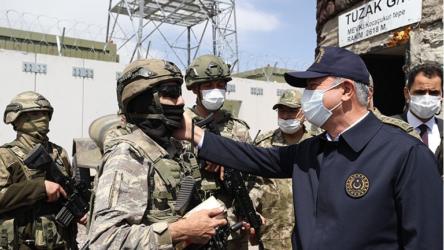 Savunma Bakanı Akar İran sınırında