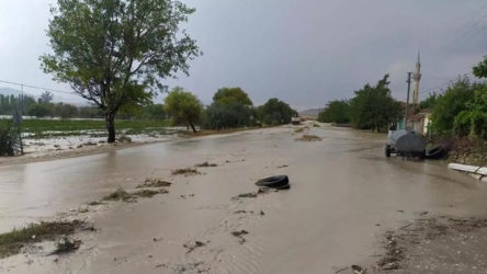 Eskişehir'in ilçelerini şiddetli yağmur vurdu