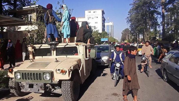 Taliban kendisine direnen halka ateş açtı